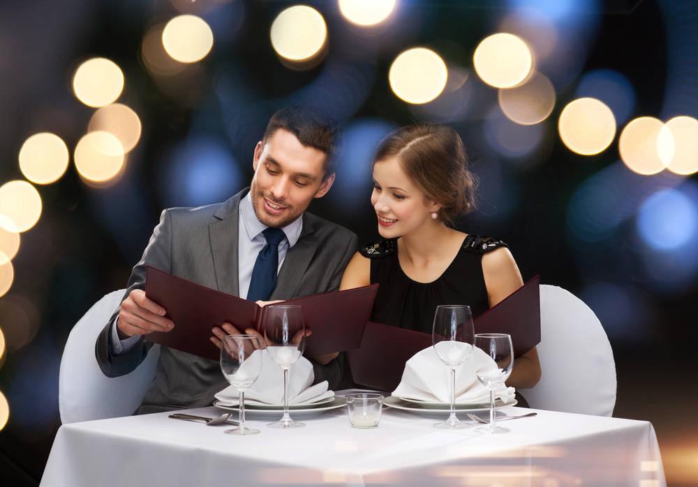 ¿Sabes cómo vestirte en una cena de lujo?