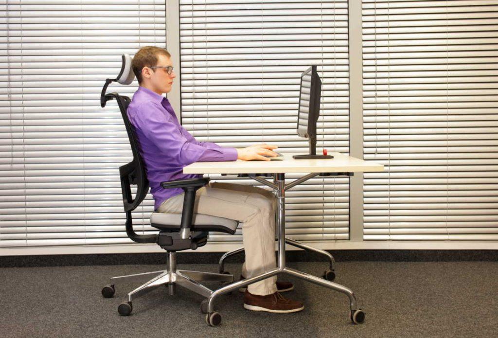 Elige una silla ergonómica para evitar dolores de espalda