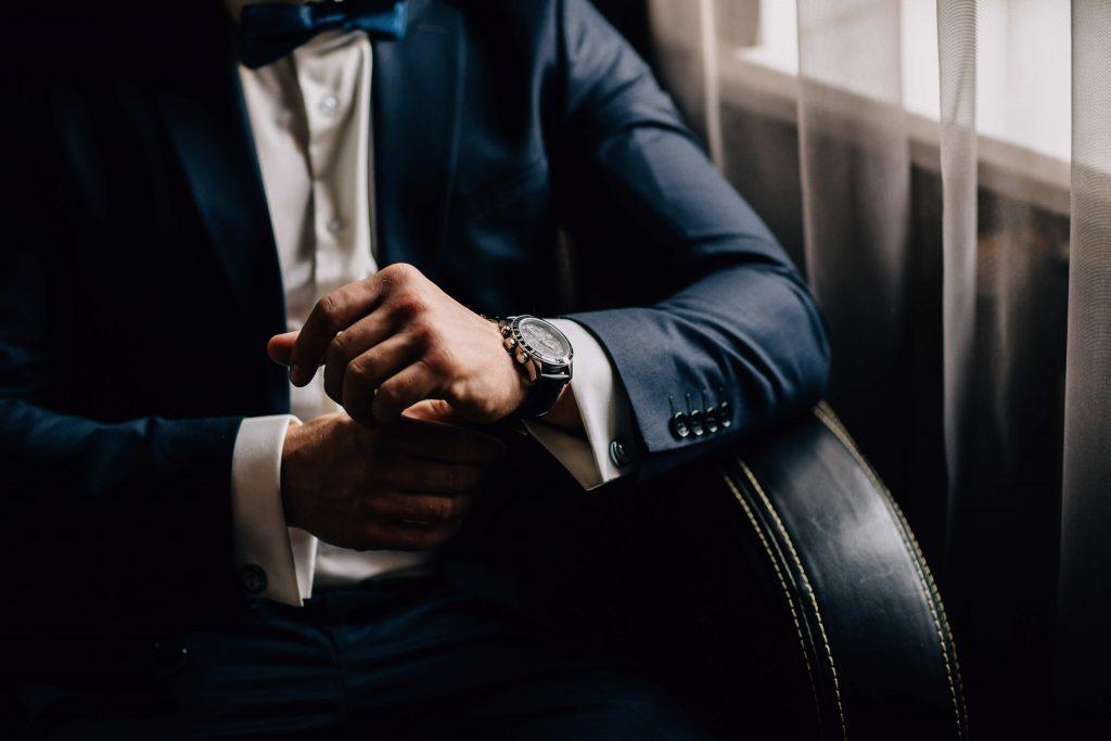 7 Reglas de etiqueta para llevar reloj a una fiesta de gala